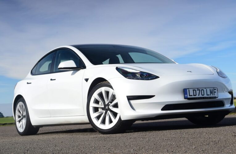 بازار اتومبیل جدید به عنوان مبارزه با فروش ، مورد حمله طولانی Covid قرار گرفته است